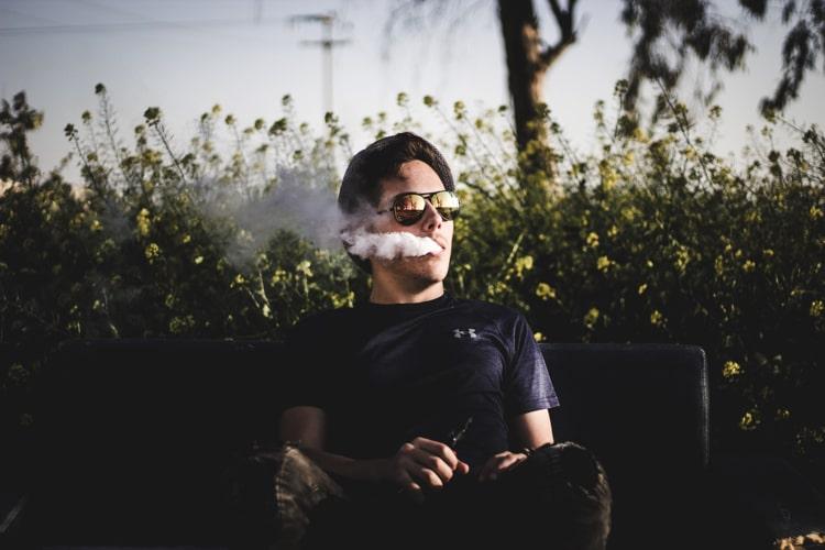 Gesunde Vorteile vom Rauchen von Cannabidiol