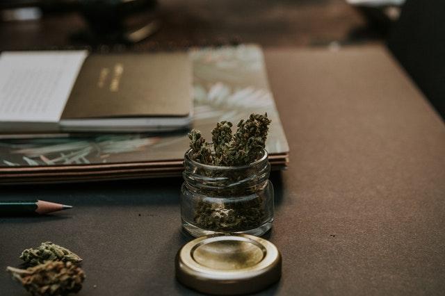 Ist Cannabis das selbe wie Weed